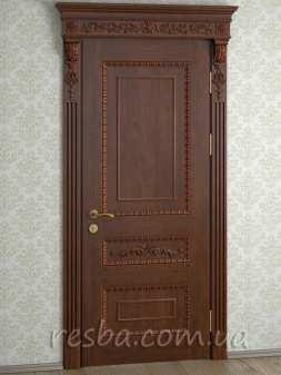 Межкомнатная или входная деревянная дверь D3-22. Возможно исполнение глухое или со стеклом. В стоимость входит дверное полотно 800х2000мм. из массива ясеня, дверная лутка шириной 100мм., наличники на одну сторону.
